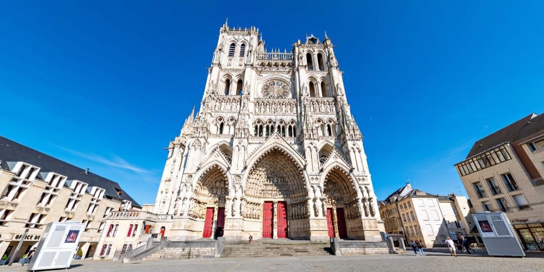 parvis de la cathédrale d'Amiens